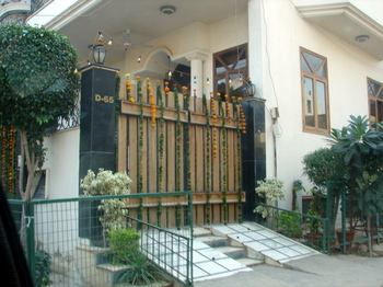 Home_decorated_for_diwali